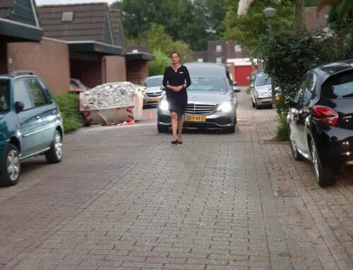Een vaste deur, autopech en een hoosbui in Oudendijk